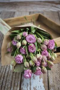Bukiet z róż i tulipanów